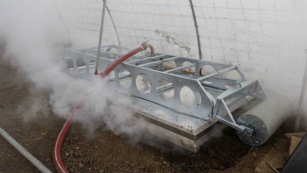 Angehobene Stachelhaube zur Sandwichdämpfung im Betrieb