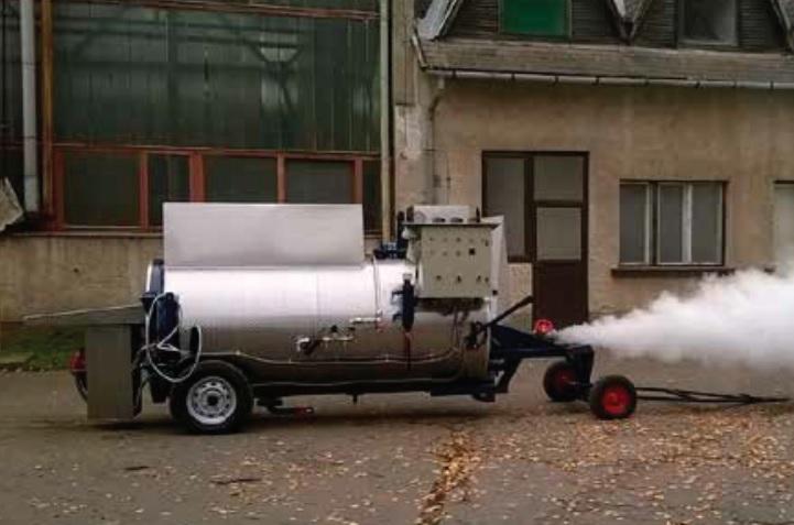 Hochleistungs Dampfkessel der Firma MSD GmbH, D-Durbach, mit tiefer gelegtem Fahrgestell zur Reduktion der Gesamthöhe um mehr als 40cm.