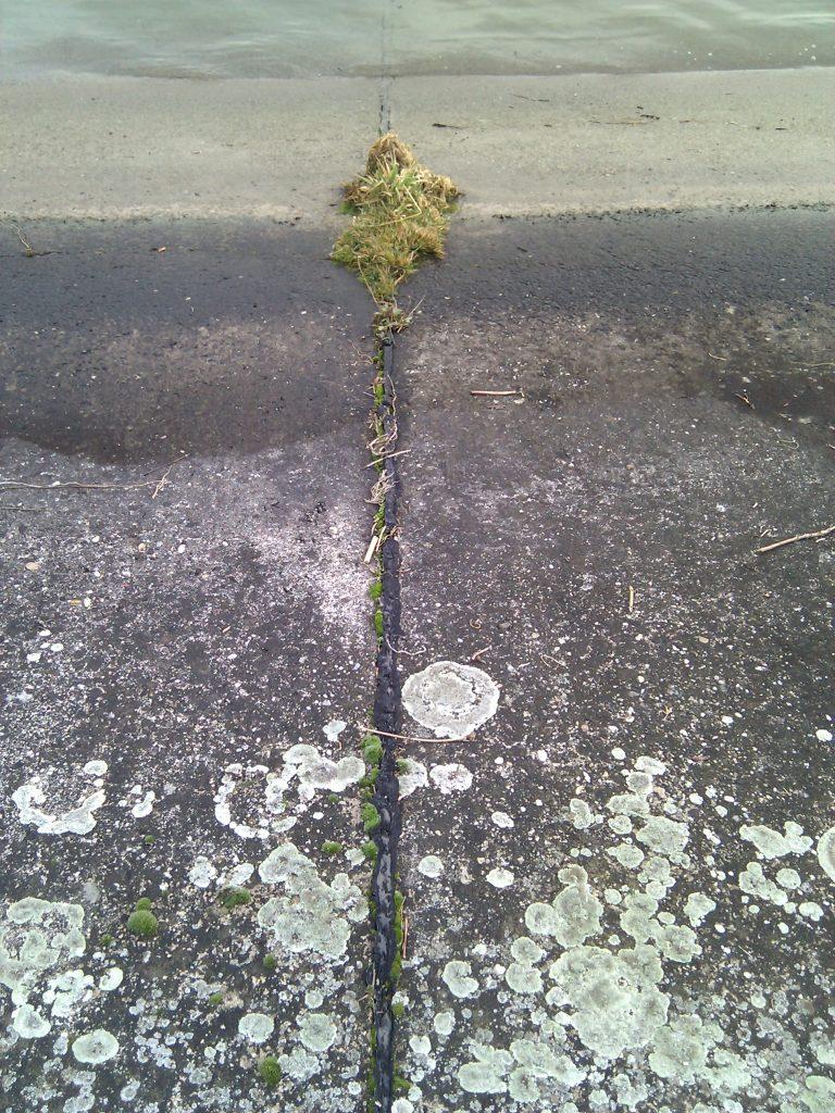 Fuge zwischen zwei Betonplatten